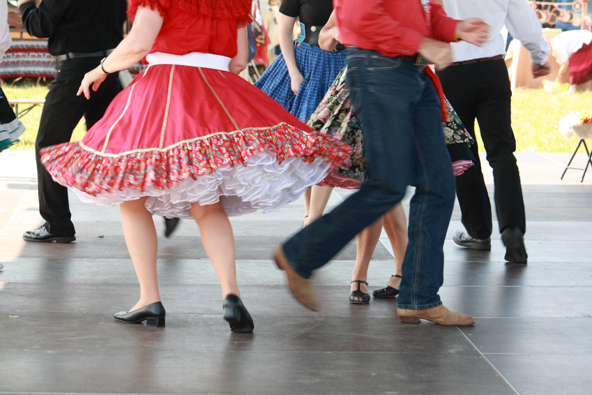 Beine eines Square Dance Paares © banglds - Fotolia